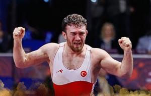 Az első ellenfél, a török Karadeniz az európa-bajnoki győzelmét ünnepli Forrás: UWW