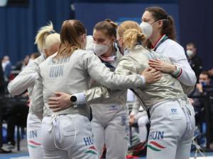 Olimpiai résztvevő a magyar női kardcsapat! Fotó: Tumbász Hédi