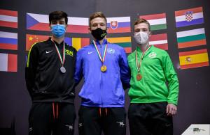 Talabos Attila (középen) először lett aranyérmes a felnőtt országos bajnokságon Forrás: Magyar Országos Korcsolyázó Szövetség