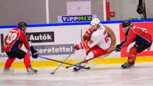 Farkas Márton (fehérben) már a Vasas elleni elődöntőben is kivette a részét a miskolci sikerből Fotó: Szűcs Attila/MJSZ