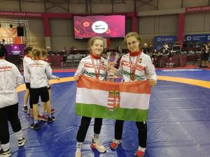 Két évvel ezelőtt Borsos Viktória (balra) és Elekes Enikő ünnepelhetett aranyérmet a magyar csapatból a serdülő Európa-bajnokságon Forrás: Kőbánya SC