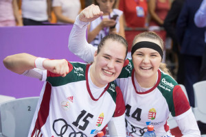 Kuczora Csenge (balra) juniorként már bizonyított. Fotó: MKSZ