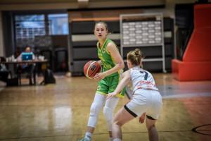 A soproniak (zöldben) nyakába került a bajnoki aranyérem Forrás: MKOSZ
