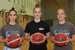 A közösen kadétbajnok Toman-lányok, balról: Réka, Petra és Dóra Fotó: Bodrogi Tamás