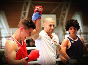 Buza Rafael (pirosban) is indul a Bornemissza-emlékversenyen Forrás: Magyar Ökölvívó Szövetség