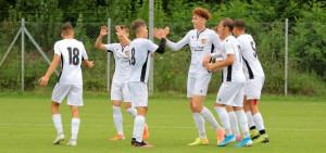Németh Barnabás (balról a negyedik) gólt ünnepel. Fotó: Budapest Honvéd FC