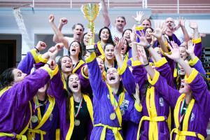 Így örült a bajnoki trófeának az UVSE leány serdülőcsapata Fotó: Varga Jennifer/UVSE