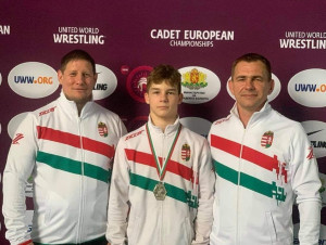 Két szélén az edzők: Cifferszky Ákos (bal) és az édesapa, Lévai Zoltán (jobb); középen pedig a tanítvány, Lévai Levente Forrás: MBSZ