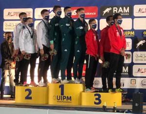 Bőhm Csaba bronz-, a férficsapat aranyérmes a junior-világbajnokságon Forrás: pentathlon.hu