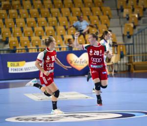 Faragó Luca (jobbra) kilenc gólt szerzett az elődöntőben Forrás: EHF