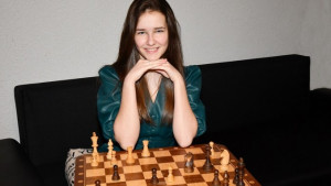 Gaál Zsóka lett a világ legfiatalabb női nemzetközi mestere : Forras: ajkaiszo.hu