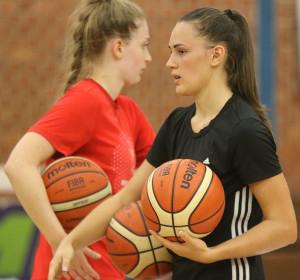 Jól halad Baa Dominika (jobbra) beilleszkedése az új csapatában Forrás: mtk.hu