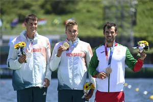 Varga Ádám (balra) az olimpiai dobogó második fokán Fotó: Kovács Tamás/MTI