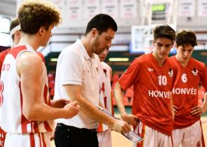 Jakab Máté (fehérben) a németországi Bamberg csapatánál folytatja edzői karrierjét a Budapesti Honvéd után Forrás: Budapesti Honvéd Kosárlabda Akadémia